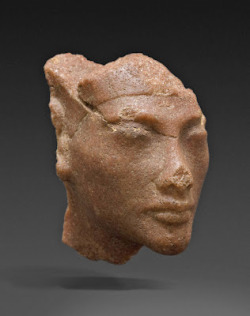 "(via Rare new head of Nefertiti) ""Until now, no Egyptologist had noticed that at the time of Pharaoh Akhenaten, only women's portraits were done in quartzite. Nefertiti is the only possible option for this remarkably fine miniature portrait,"" says Loeben."