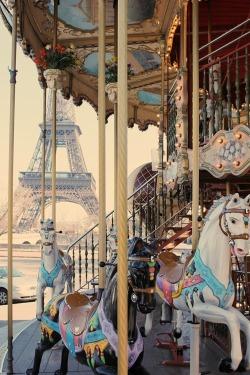 funny life joy picture day eiffel tower paris laugh france kids europe Romantic horse grey carousel barn Karusell merry go round kinder eifeltornet tivoli frankrike hästar kul