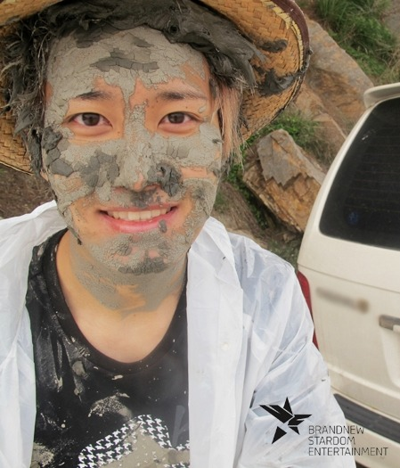 Minhyuk Mudpack anyone?