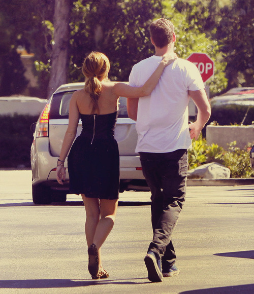 21/30 pictures of miley & liam  (★)