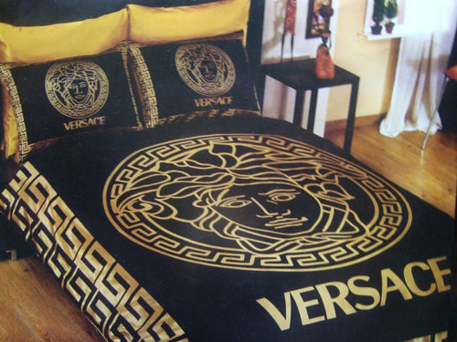"""Versace? You can't even spell Versace!"" ""Versace, F-O…. SATCHY!"""