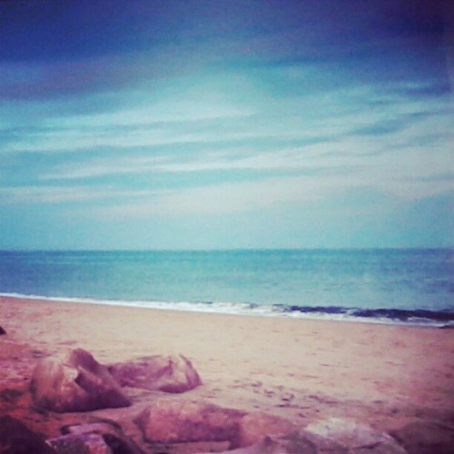 #beach #pretty #favorite #private #family #privatebeach #rocks #stone #surf #blue #sky #water #ocean #sea #sand #tan #white #charlestown #rhodeisland #charlestownri (Taken with Instagram at quani private beach)