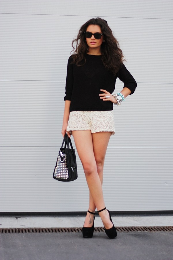 crochet shorts/bracelet: Romwe // sweater: H&M // studded bracelet: Oasap // wedges: Nelly // studded bag: Lookbookstore // sunnies: Ray-Ban (image: fashionhippieloves)