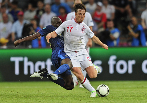 Euro 2012: England 1, France 1 AP:  England held on for a 1-1 draw with France on Monday at the European Championship, giving the Group D favorites 1 point each.  Photo: England's Scott Parker controls the ball as France's Alou Diarra tackles during the Euro 2012 soccer championship Group D match between France and England in Donetsk, Ukraine, Monday, June 11, 2012. (Manu Fernandez / AP)