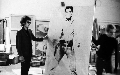 popartdailynews:  Bob Dylan at the Factory with a Warhol canvas of Elvis in 1965 !