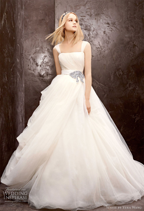 weddinginspirasi:  (via White by Vera Wang Fall 2012 Wedding Dresses | Wedding Inspirasi)
