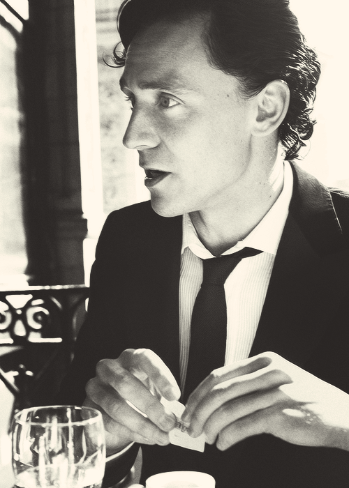 tomhiddleing:    ♕ 26/100 pictures of Thomas William Hiddleston.
