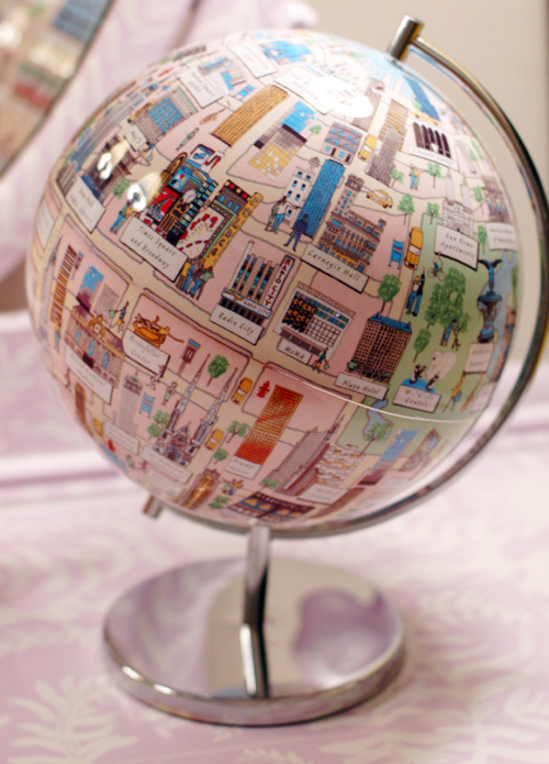 buildingaladder:  jennyjennybobenny:  noraleah:  An NYC globe! Perfect, cause we really do think the world of ourselves. There's an LA version, too.  Wishlist.  I would like both, please.  This is way cool.