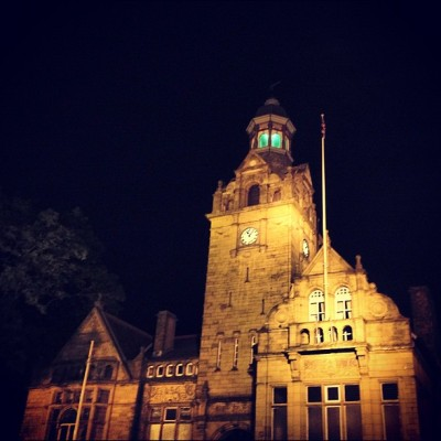 Cleckheaton town hall in the night! #cleckheaton #bradford #Yorkshire #night #town #hall #instagood #instagreat #jj_forums #instagramdaily #instafamous #igers #ipopyou  #iphonesia #webstagram #instagramers  #ahahahaCheah #igdaily #instagold #instamood #photooftheday #ignation #igaddict #primeshots #instagram_masters #instagram_underdogs  (Taken with Instagram at The Obediah Brooke  (Wetherspoon))
