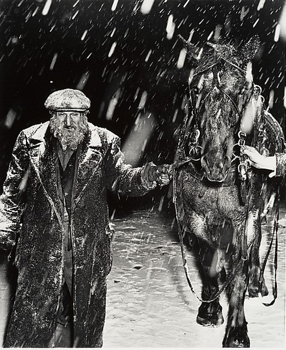 cavetocanvas:  Weegee, Vegetable Dealer, 1946