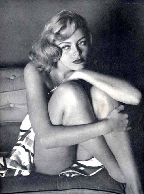 hollyhocksandtulips:  Unknown model, 1950s