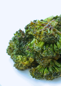 thestumblingvegetarian:  ibreatheimhungry:  Spicy Sriracha Roasted Broccoli  Anyone who says that broccoli isn't beautiful can just shut the hell up!