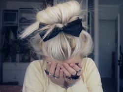 bow blonde hair