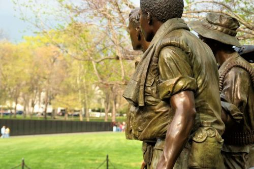 "Watching over their brothers… ""Three Soldiers"" at the Vietnam War Memorial Fuji S5 pro"