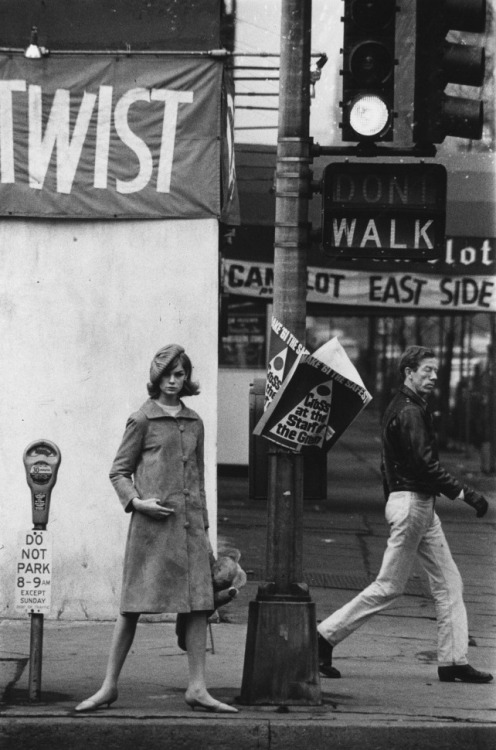 theswinginsixties:  Jean Shrimpton photographed by David Bailey in New York City, 1962.