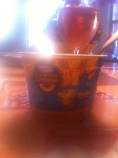 where-is-laura:  Sponge Bob Easy Mac and White Zin. Best. Dinner. Ever.