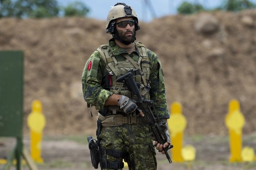 airbornebear:  A Canadian special forces soldier stands by to take part in the assault teams event of the 9th edition of the commando forces competition at the military base of Tolemaida, Colombia on June 9, 2012. Elite troops from 21 American countries take part in the competition.  Interesting how far forward his EOtech is