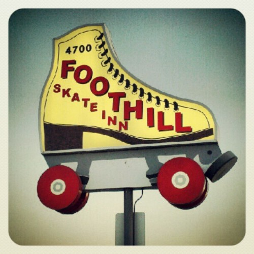 sweetserpentine:  #rollerskate #foothillskate #sacramento #quadskating #skating (Taken with Instagram)