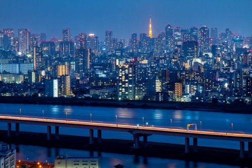Tokyo Blue Hour by arcreyes [-ratamahatta-] on Flickr.