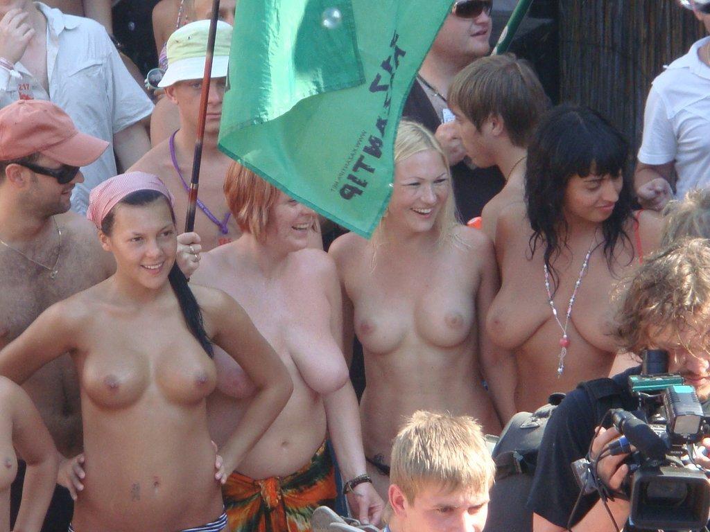naked girl at music festival