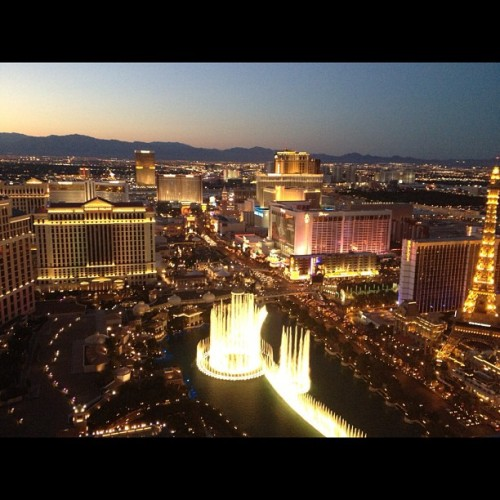 @kbyulee iPhone4s photography. I've never been to Vegas before, nor wanting to… But I think in the summer a trip there is a must… #lasvegas #nofilter  (Taken with Instagram)