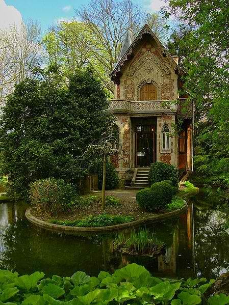 qthewetsprocket:  I want this either as a writing cabin, or a miniature mind palace.