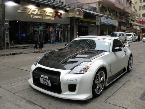 Nissan 350z on the streets of Hong Kong (photo credit: Noah Law)