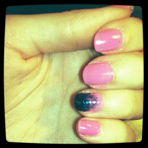pink and blue nailpolish… wasn't shore if it goes together :/