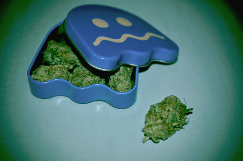 how to keep weed sticky