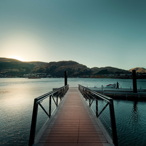 cubagallery:  Via Flickr: Queenstown Sunrise