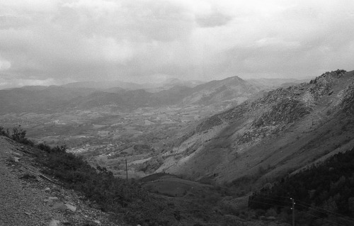 Clouds over Pays Basque II Olympus OM1n / Zuiko 35mm f2.8 / Fomapan 400
