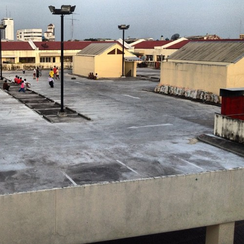 Sepak Takraw on the rooftop of a multilevel parking (Taken with Instagram at CHINOTEL | ชิโนเทล)