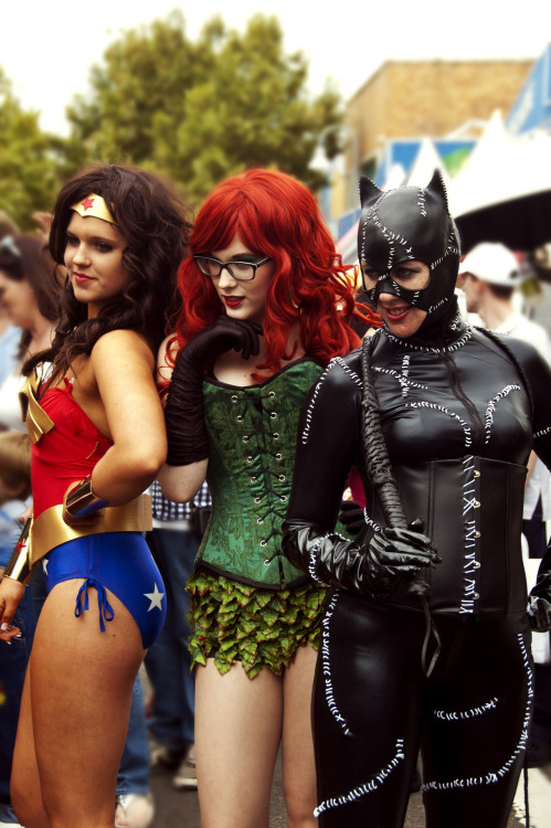 myvineshaveacrushonyou:  Licia Costello, Ally McLean and Kitty Jenkins cosplaying for Gotham's Finest at Penrith Festival Parade 2012 Check out Gotham's Finest on facebook! An awesome group that support some great causes, it always makes me smile to see cosplay and charity combined. These guys are real life heroes :3 facebook.com/gothamsfinest.sydney