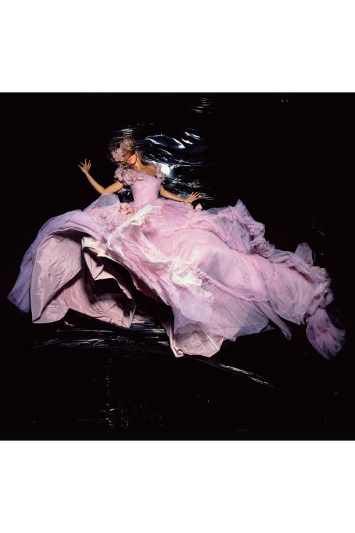 Gisele shot by Nick Knight for the November 2006 issue of Vogue.