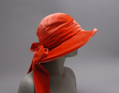 omgthatdress:  Hat 1927 The Metropolitan Museum of Art