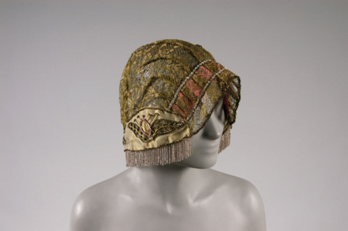 phosphorae:  setheneran:  hawkeward:  omgthatdress:  Hat 1923 The Philadelphia Museum of Art  Mage hats 4 life  WAHAHAHAHA Look, Rhys! A new hat you can use! *is burned down* … Or maybe not. -3-  I think not even him has such an awful taste in hats xD I guess…    TOBI HAS HAD IT WITH YOUR SASSY MOUTH