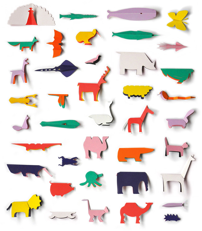 carnetimaginaire:  cutout pocket zoo book from Editions du Livre (100 hand-numbered copies) looks like good old-fashioned fun. Designed by Sunkyung Kim in 2011