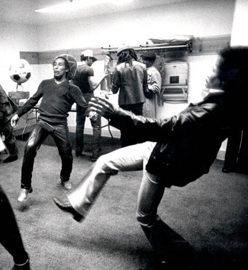 pelir-boy:  Bob Marley and Jimi Hendrix playing soccer.