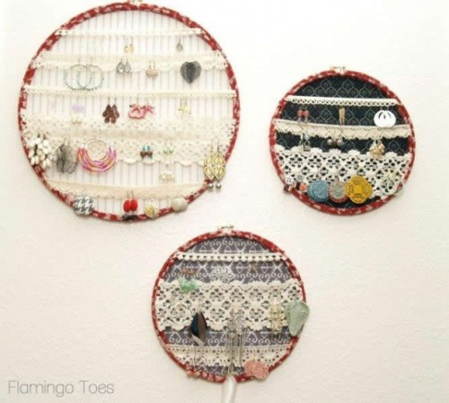 DIY Lace Hoop Earring Display Tutorial. Easy tutorial from Flamingo Toes here. *For more ways to display your jewelry I posted the Two Minute Cheap Hoop Doily Earring Display here, a roundup of DIY jewelry dispaly ideas here, or you could just search this tag here: truebluemeandyou.tumblr.com/tagged/jewelry-display