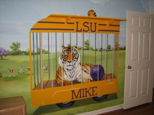 lsuverse:  An awesome LSU-themed baby room!