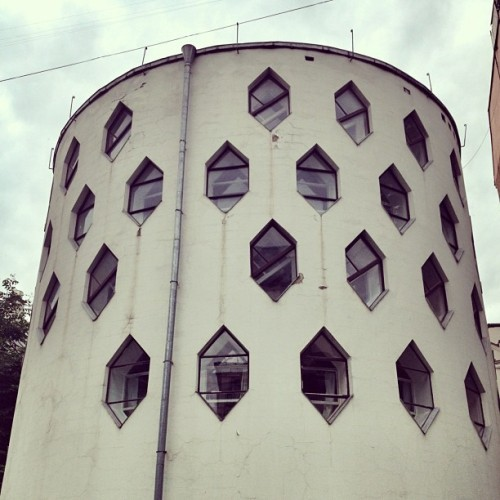 Another look at the Melnikov House by Konstantin Melnikov (1929) #architecture #archdaily #instagood #iphonesia #moscow #russia  (Taken with Instagram)