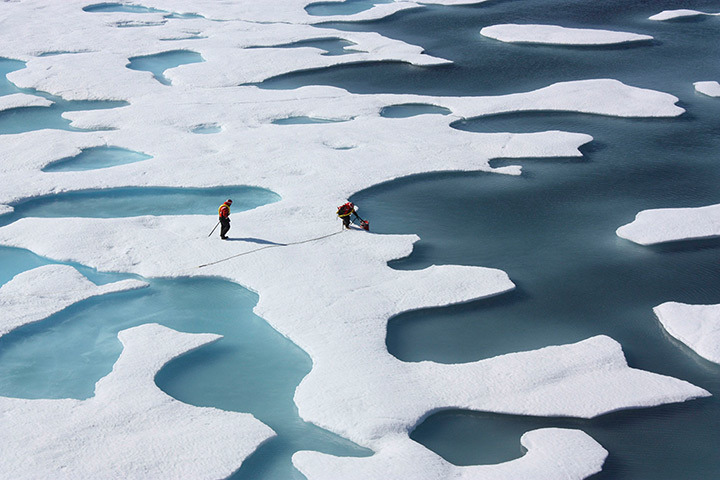 inothernews:  ICESCAPES study looking at the impact of climate change on the Arctic and Pacific Oceans.  (Photo: NASA via The Guardian)