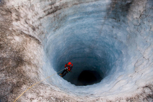 Down the hole (by Jon Vidar)