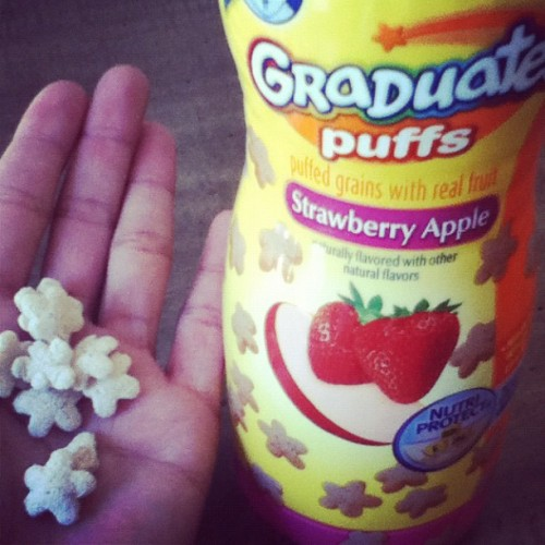 I Love Eating These Baby Snacks There So Good | #babyfood #babysnacks #foodgasm #foodporn #snacks #food #yum #graduatespuff #strawberry #apple  (Taken with Instagram)