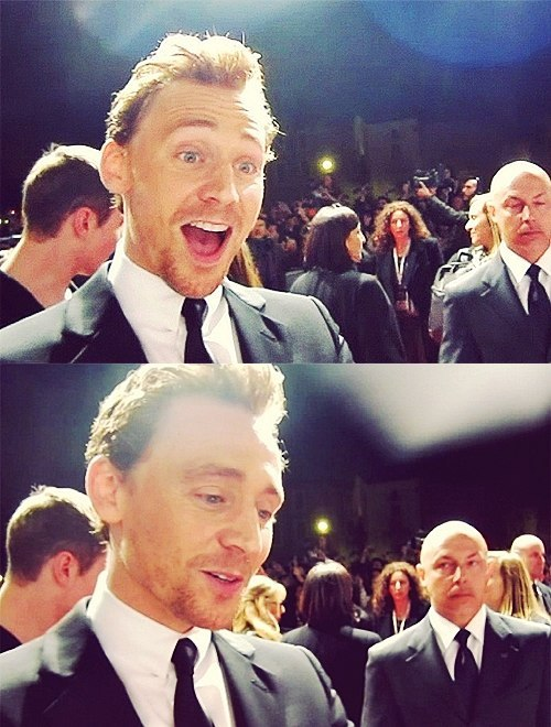saygoodbyetochubby:  BALD GUY IN BACKGROUND HATES TOM!