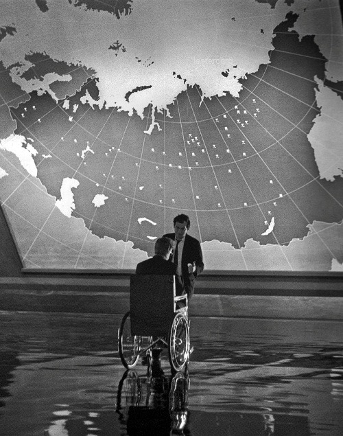 lestercorp:  Stanley Kubrick and Peter Sellers on the set of Dr. Strangelove or: How I Learned to Stop Worrying and Love the Bomb