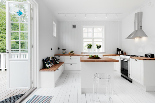 white kitchen (via Fantastic Frank)