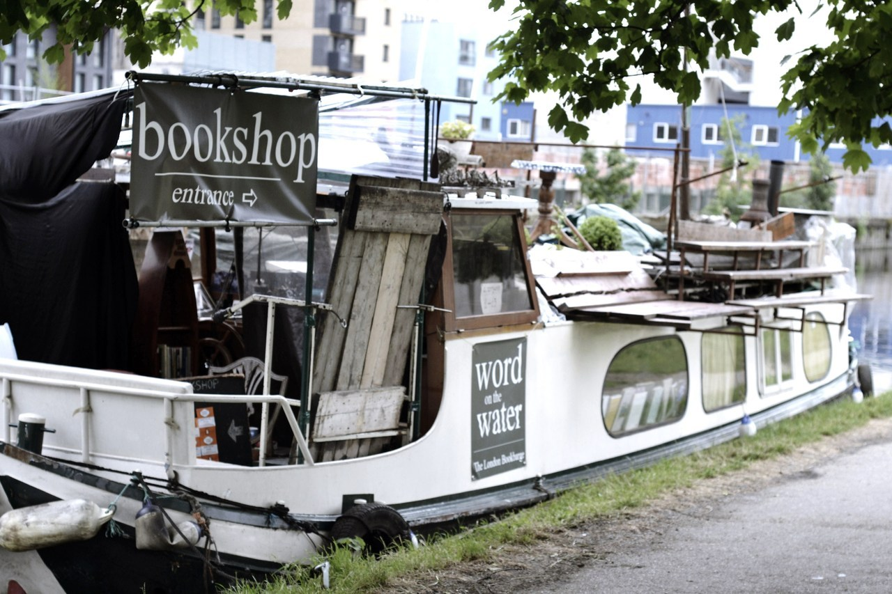 "precognitivelens:  the bookshop boat - strangest bookshop i've ever come across.  ""Word on the Water"""