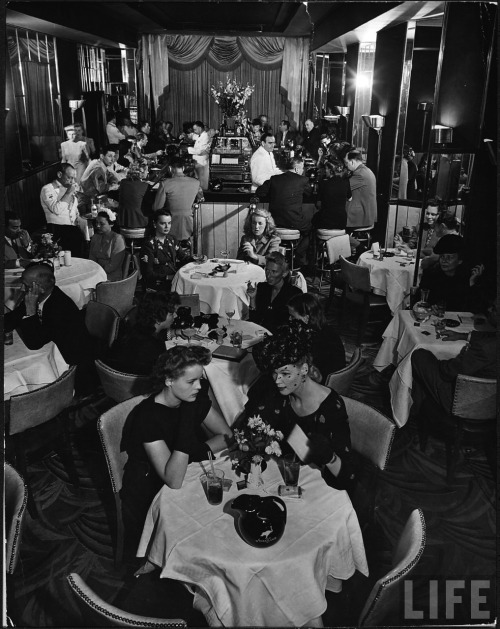 voxsart:  The Stork Club, Manhattan. By Alfred Eisenstadt, 1944.