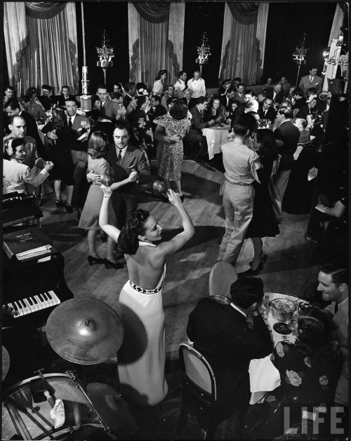 voxsart:  The Stork Club, Manhattan 2. By Alfred Eisenstadt, 1944.